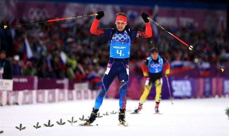 Антон Шипулин финиширует в олимпийской эстафете в Сочи