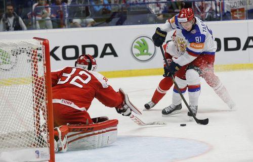 Атакует Владимир Тарасенко