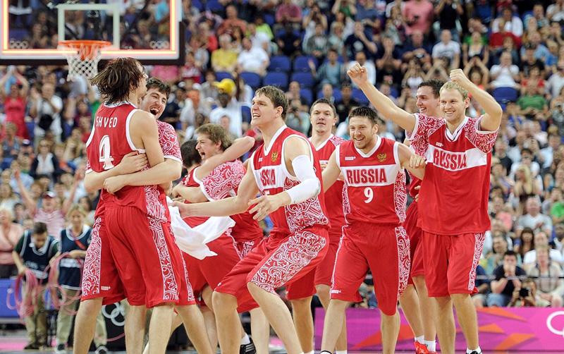 Сборная России по баскетболу после матча за третье место на Олимпиаде в Лондоне